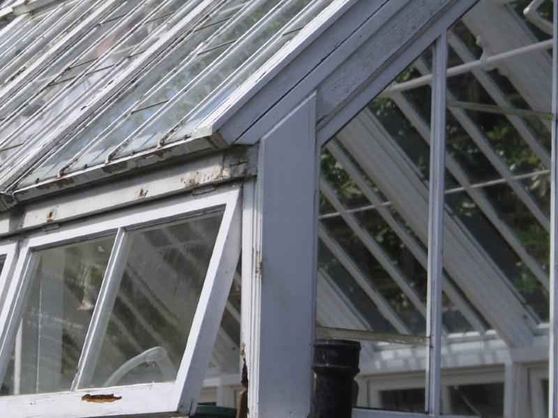 Как сэкономить на постройке теплицы?