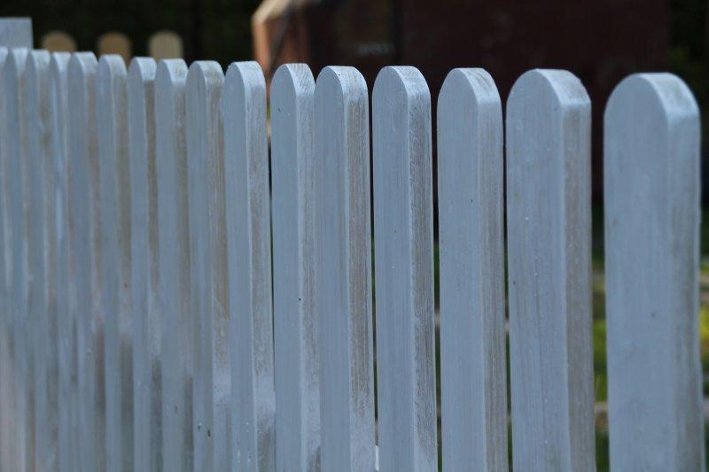 Забор из прямого планкена своими руками