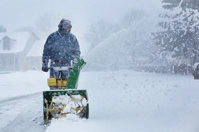 Снегоуборочный минитрактор