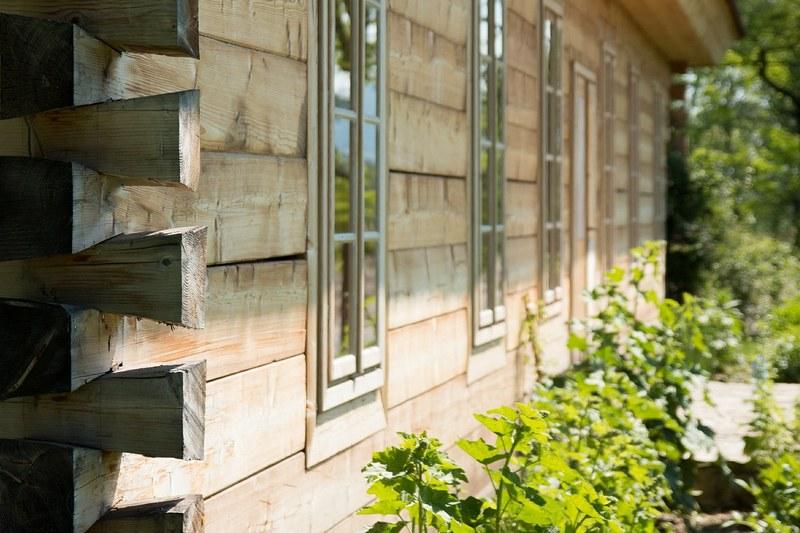 Какую деревянную бытовку выбрать: несколько полезных советов