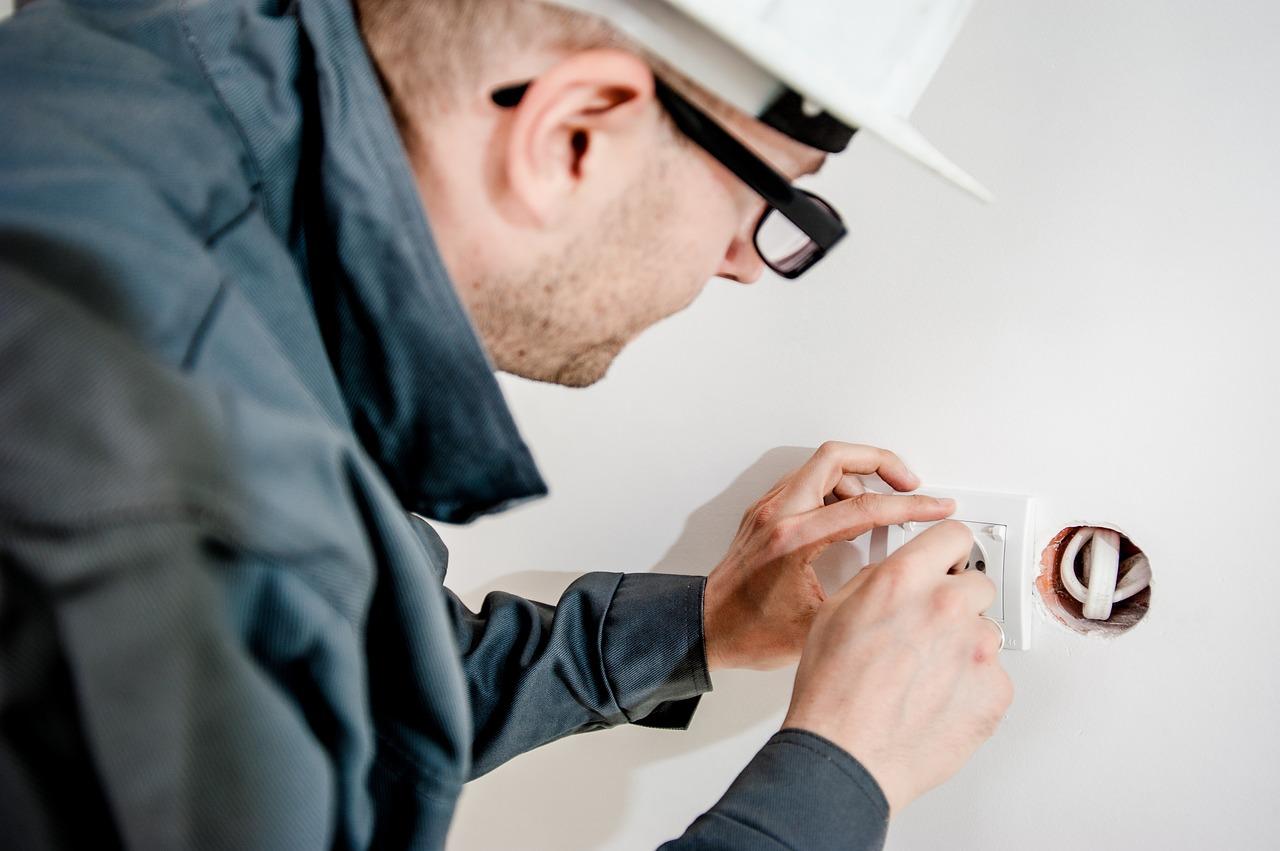 Автоматический выключатель на дачу: особенности выбора и установки