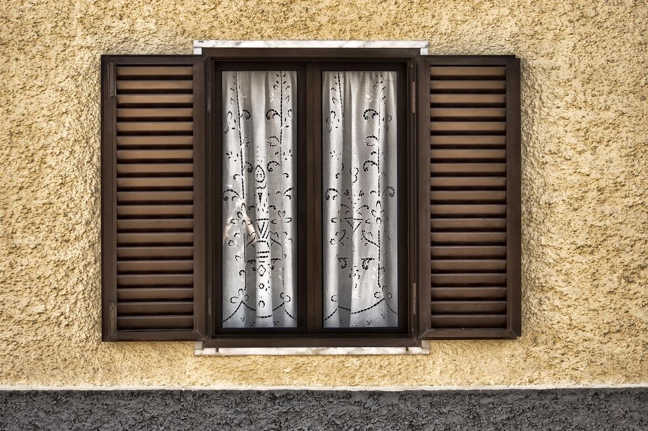 Какие шторы выбрать для загородного дома?